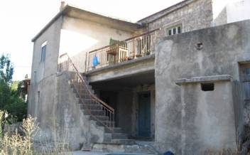 picture of skx214 Large stone house for renovation with garden in Kentrochori