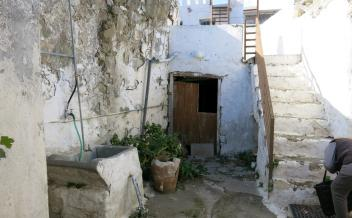 picture of smel273 A stone house in need of renovation in village of Melambes
